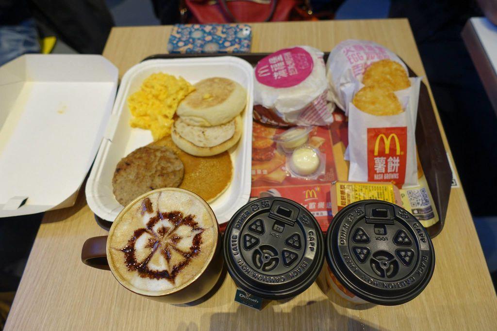 0652 DSC05878 Breakfast