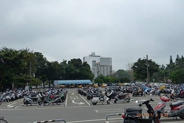 工兵第二中隊及砲兵隊現為「兵工廠轉運站」之停車場.jpg