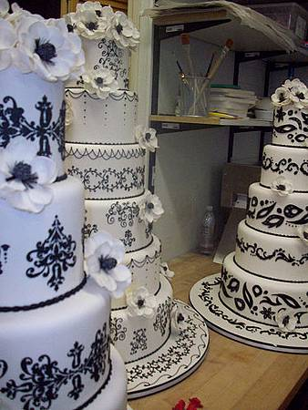 5befda7785a75333_cake-boss-wedding-cakes-01