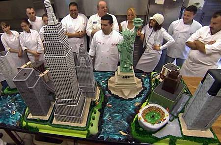 cake-boss-buddy-valastro-tv-show-nyc-city-cake-skyscrapers-building-empire-state-replicas