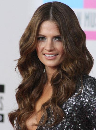 stana-katic-long-wavy-sexy-brunette