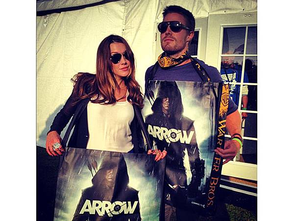 katie-cassidy-stephen-amell