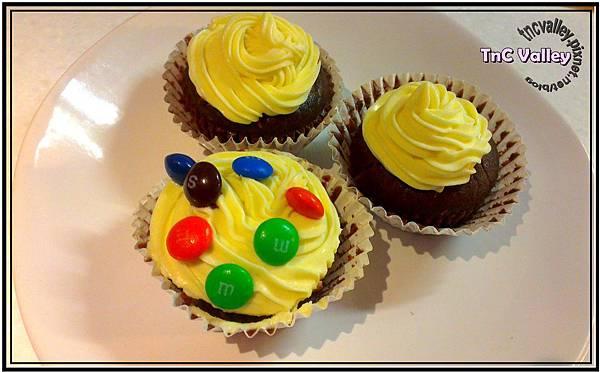 wacky cupcake 016