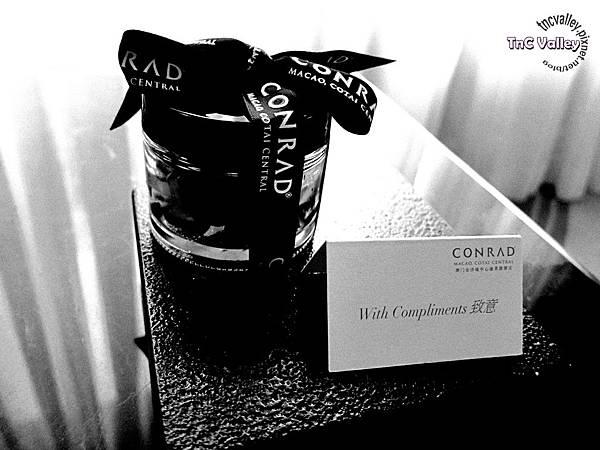conrad gift 001