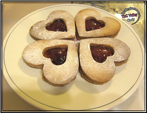 Linzer cookie 020.jpg