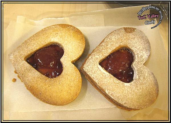 Linzer cookie 021.jpg