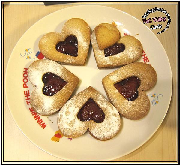 Linzer cookie 024.jpg