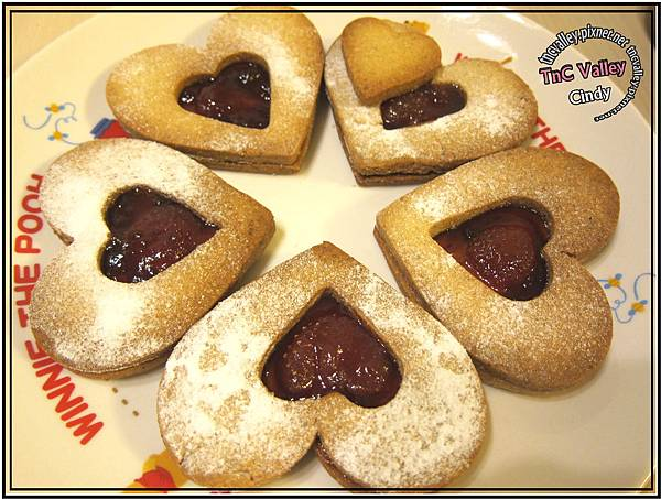 Linzer cookie 025.jpg