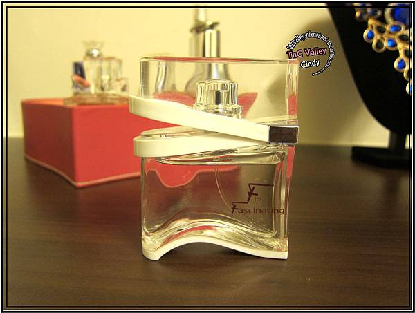 perfume 018.jpg