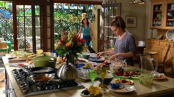Savis-kitchen-on-TV-show-Mistresses-ABC-5.jpg