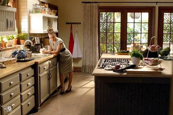 Savis-kitchen-on-TV-show-Mistresses-ABC-12.jpg