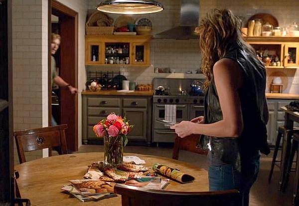 Savis-kitchen-on-TV-show-Mistresses-ABC-17.jpg