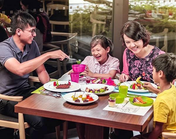1台南大員皇冠假日酒店-元素自助餐暑假兒童免費.jpg