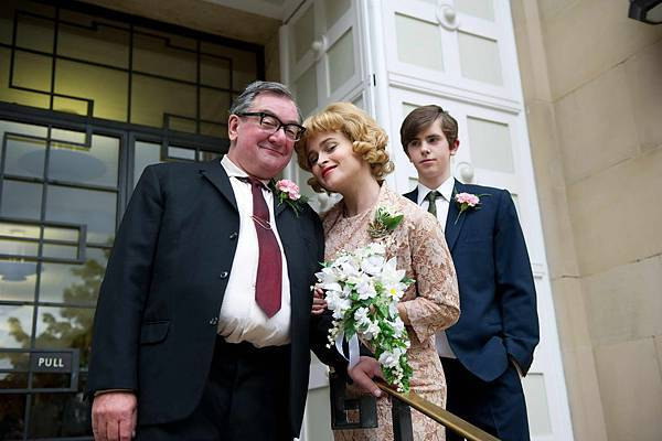 T-477 (l-r) KEN STOTT as Dad, HELENA BONHAM CARTER as Joan Potter, FREDDIE HIGHMORE as Nigel Slater.jpg
