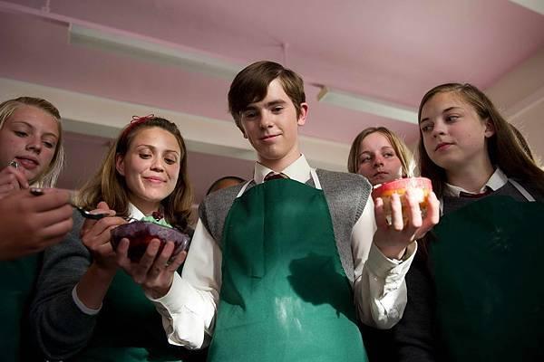T-410 (l-r) LOUISE MARDENBOROUGH as Rachel, FREDDIE HIGHMORE as Nigel Slater.jpg