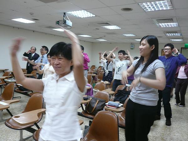 08 Move Your Body - Wini, Rayray & Peipei (2).JPG
