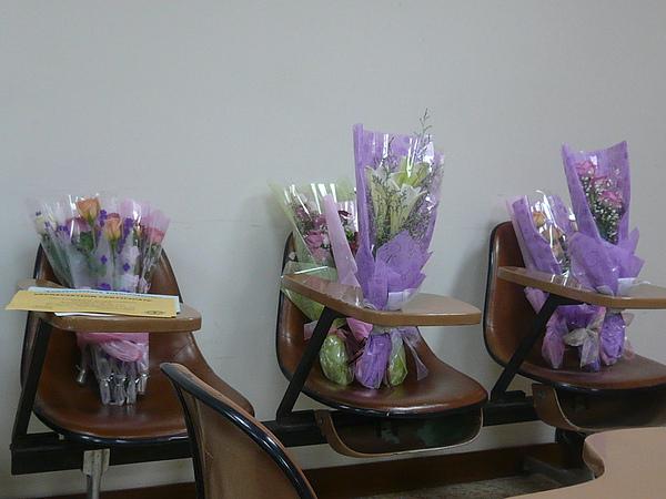 01 Trophies & flowers (2).JPG