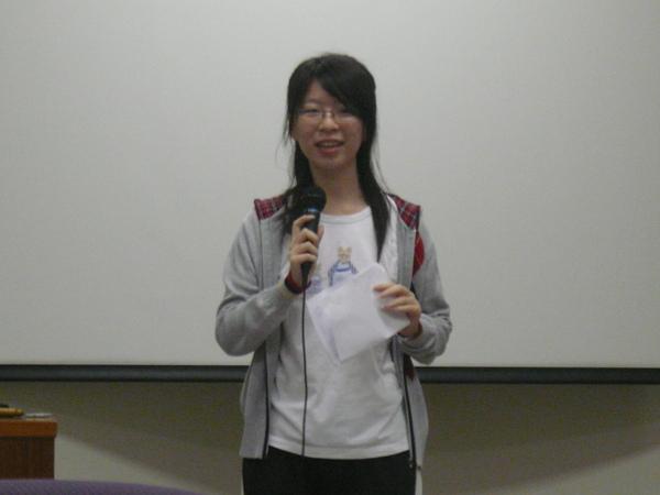 22 Table Topics Master  - Peri Chung.JPG