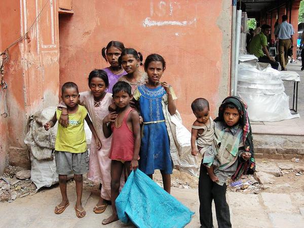 印度街頭小孩 (2).JPG