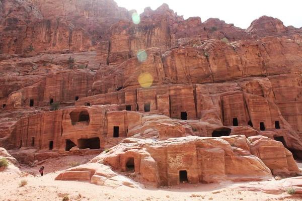tn_IMG_8304Street of Facades    Nabatean的住宅或墓室.JPG