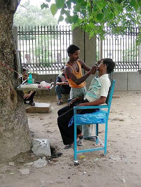 印度街頭牙醫.JPG