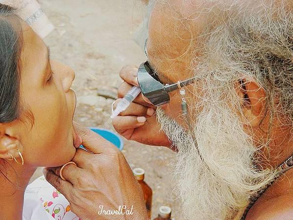 印度街頭牙醫 (1).JPG