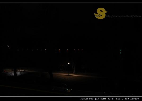 夜晚的湖景