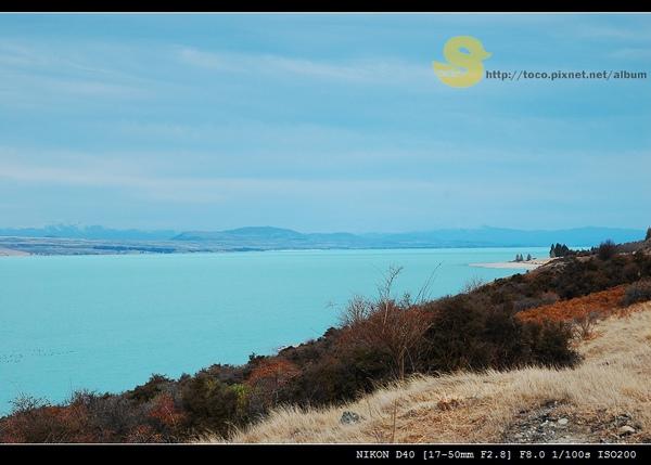 昨天的倒影今天是乳藍色湖水