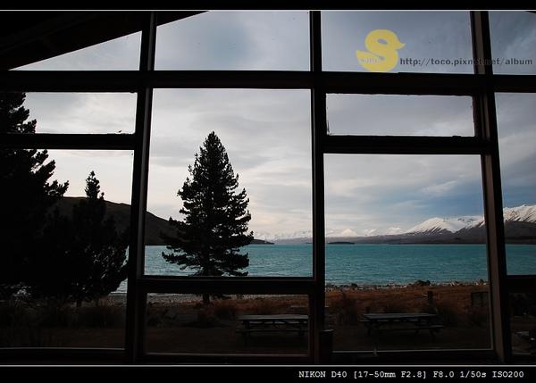 這是交誼廳的落地窗