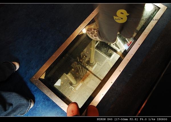 電梯地板是透明的