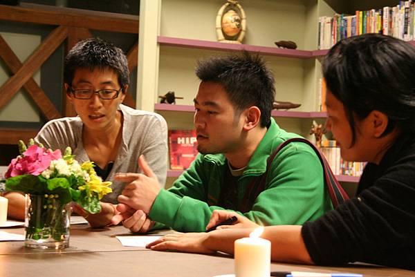 理事長王耿瑜(左),講者林雍益(中),主持人曾偉禎(右)