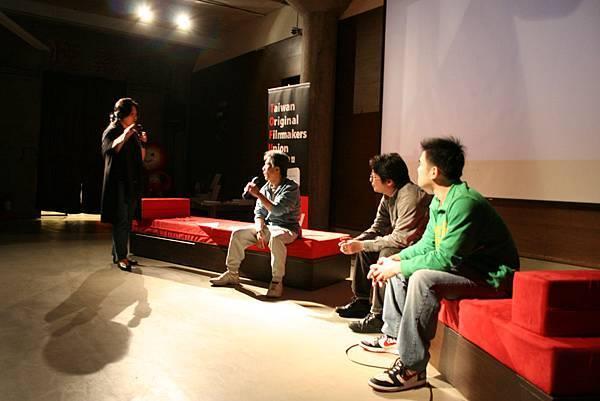 主持人曾偉禎(左一),剪接師江寶德(左二),蕭汝冠(右一),林雍益(右二)