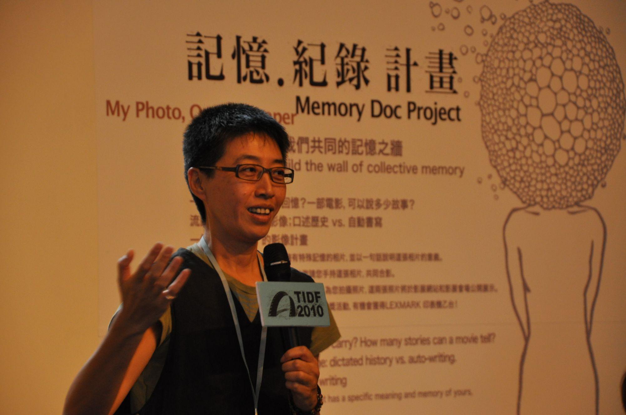 策展人王耿瑜期待用一張張照片建築我們共同的記憶之牆.jpg