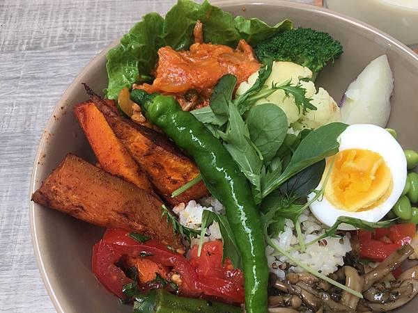 這個真的很健康! 今天的午餐,很養身 (韓式泡菜雞肉飯)$260