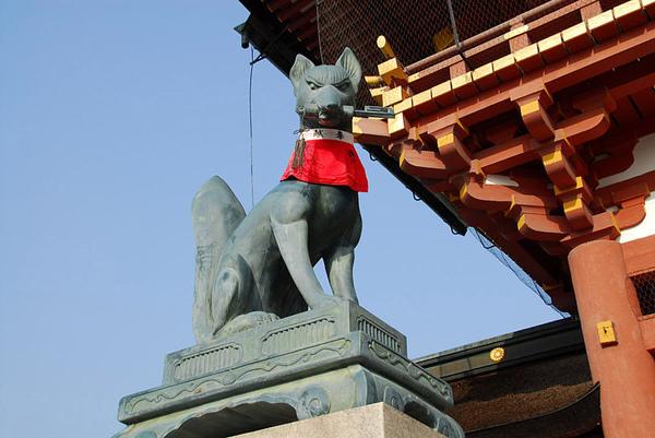 800px-FushimiInari_Taisha_Fox-Statue.jpg