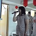 一個人唱歌需好勇敢,帶來的更是一首厲害歌曲唷
