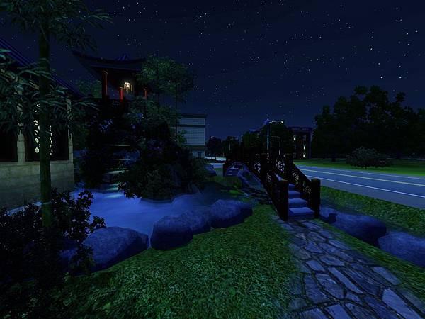 下了橋要進屋之前的小空地.jpg
