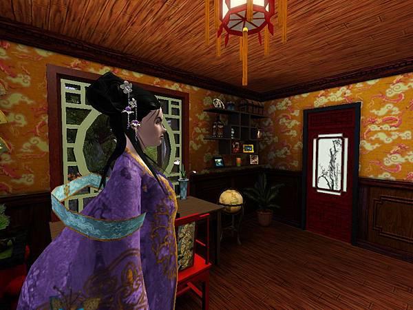 尼寇站在書齋裡,對面的門後是一樓雙人臥室.jpg
