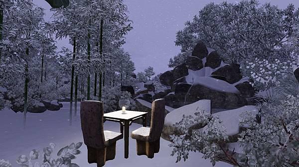右側小徑入口處有一飛瀑,前有石桌石椅可供休憩.jpg