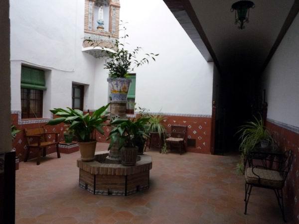 Santa Rita修道院中庭.JPG