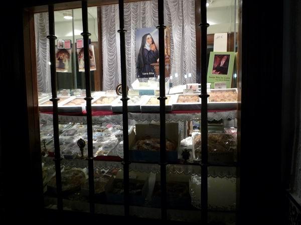 Santa Rita修道院甜點櫥窗-1.JPG