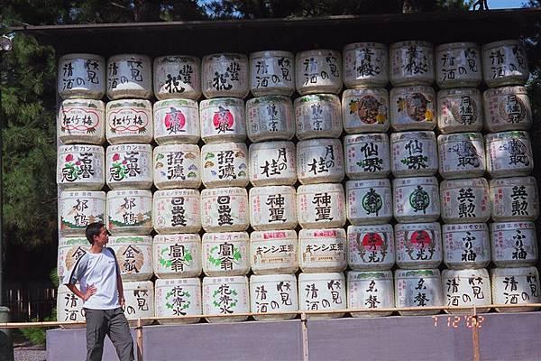 """京都""""某寺""""外的酒牆"""