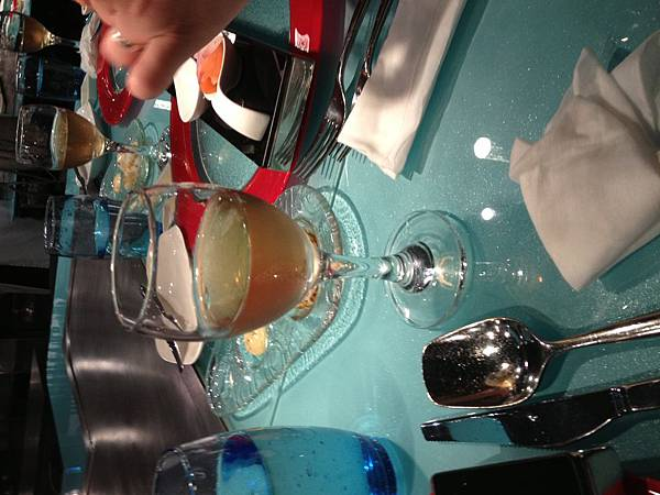 IMG_0262餐桌香檳