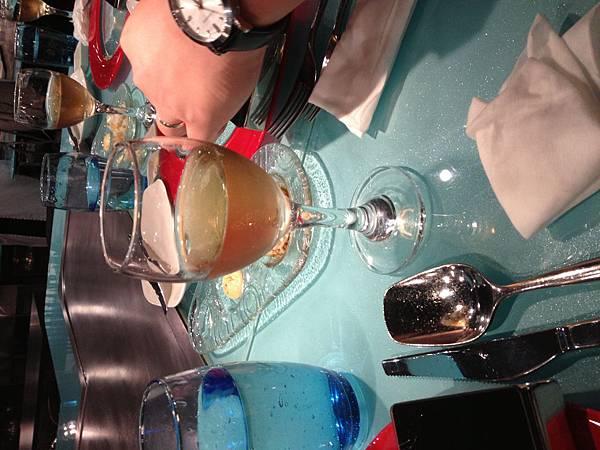 IMG_0263餐桌香檳