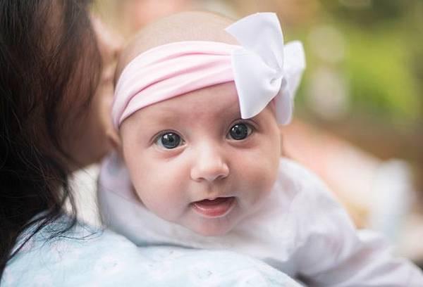 mignon-bebe-aux-yeux-bleus.jpg