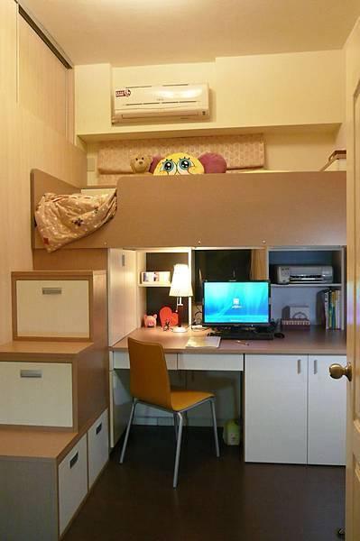 上面床鋪,下面書桌.jpg