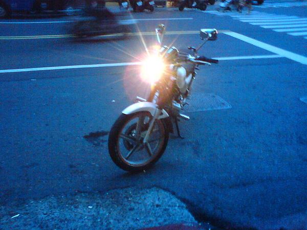 2010.5.26 上 狼R晶鑽大燈 調整角度-開燈正面