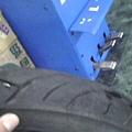 d2010.8.23換m6102-建大輪胎細照.jpg