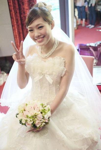 可愛的白紗造型 ^^