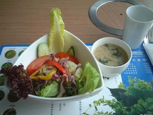 <東東蔬食鍋>早餐套餐的和風沙拉